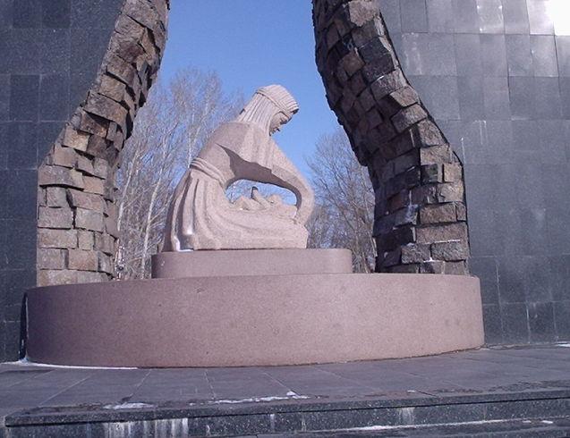 Казахстан | Это уже ближе фотка. Этот Монумент Был посвящен к закрытию Ядерным взрывам.