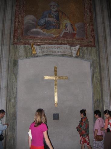 Ватикан | Закрытые врата собора Св. Петра.