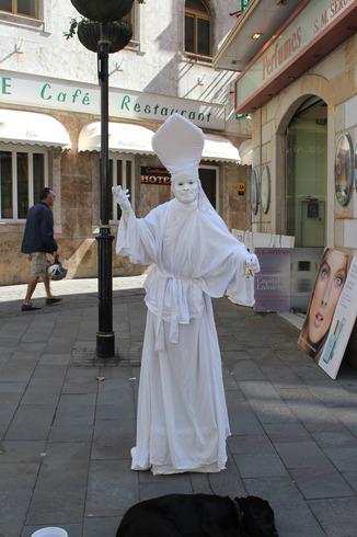 Гибралтар (Брит.)   Полуостров Гибралтар. Живая скульптура.