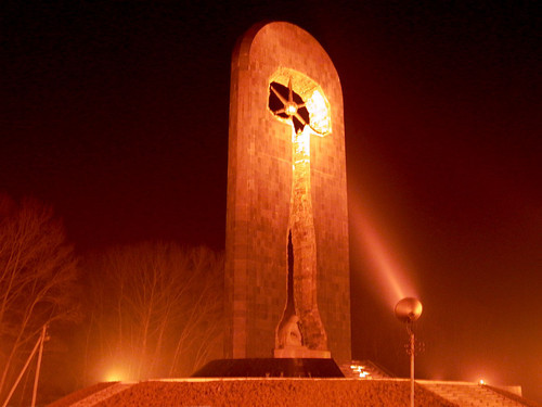 Казахстан | Это фотография в городе Семее или Семипалатинск. НА ней изображено Монумент, паментнику жертву полигону.