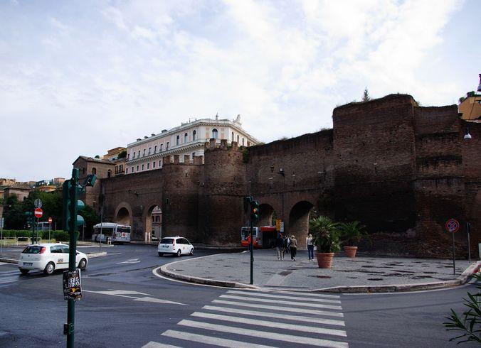 Италия | Rim. Tsentralinie vorota starogo goroda