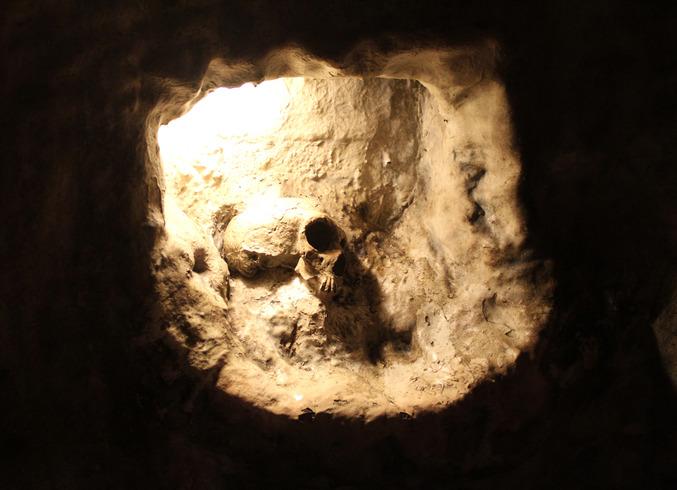 Гибралтар (Брит.) | Полуостров Гибралтар. Пещера Святого Мигеля. Череп доисторической женщины.