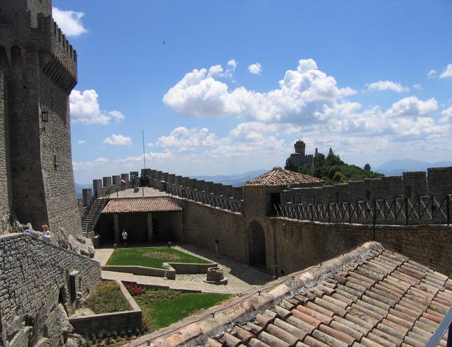 Сан-Марино | Крепость на холме.