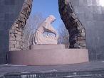 | Это уже ближе фотка. Этот Монумент Был посвящен к закрытию Ядерным взрывам.