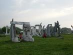 | Куски домов (попавших под НАТОвскую бомбардировку Белграда в 1999г.) были свезены на Аду Циганлию и теперь это памятники