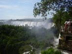 | Вид с очень хорошего нпблюдательного пункта водопада Игуасу.