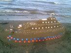 | korablik na beregu Kaspiyskogo mora