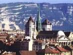 | Собор Святого Петра - самое крупное сооружение Женевы