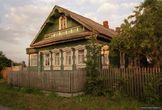 | Российские традиции в области деревянного зодчества. Фото сделано в Тверской области (2004 г.)